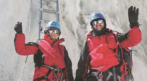 Indian Couple Fake Their Everest Summit?