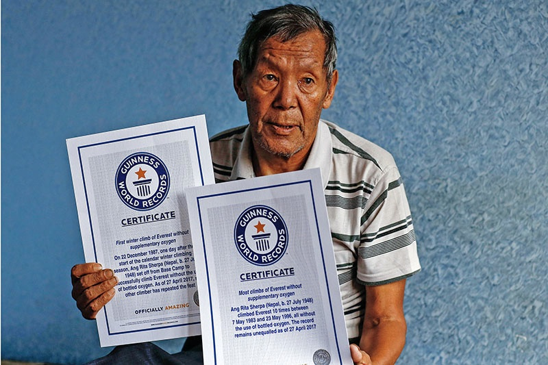 Ang Rita Sherpa with the certificate